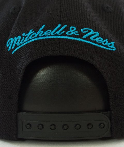 Mitchell & Ness-Charlotte Hornets Wool Solid Snapback NL15Z Black